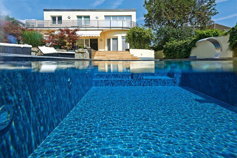 Swimmingpool mit täuschend echter Folienauskleidung