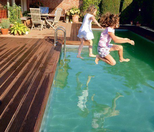 Was Sie über Schwimmteich und Naturpool wissen müssen