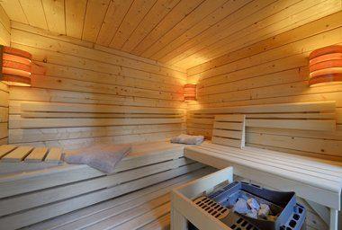 """So sieht die """"Plug & Play""""-Sauna von innen aus. Foto: Blockhausbau Hummel."""