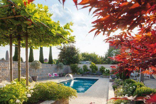 Garten, Pool und Architektur: Eine Harmonie der Sinne