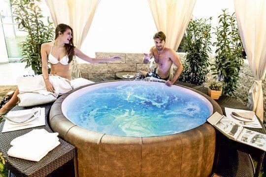 Ein Whirlpool hilft gegen Verspannungen und Rückenschmerzen. Foto: Koelnmesse