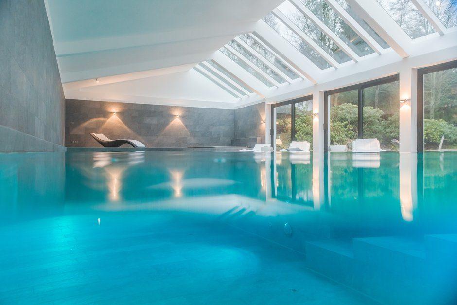Schwimmbadbau Beckenumrandung Feinsteinzeug Pool Whirlpool LED