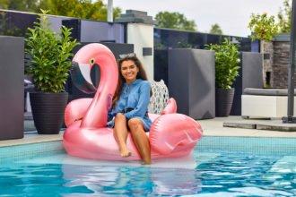 Pooltalk bei Influencerin Anni Swimmingpool Wekllness Trends TV