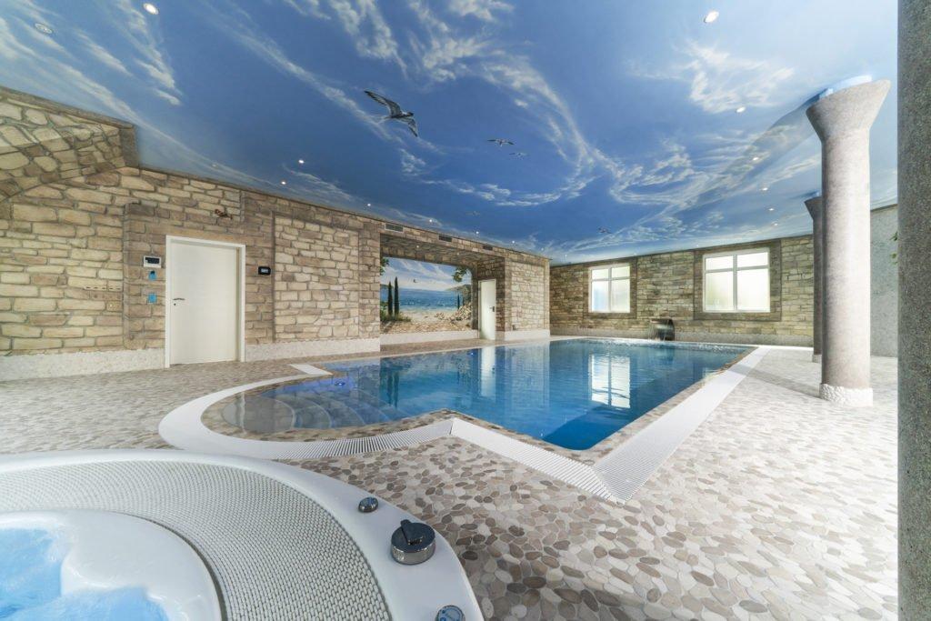 Poolhaus mit GFK Pool, Whirlpool, Dampfbad, Wasserattraktionen und Lüftelmalerei
