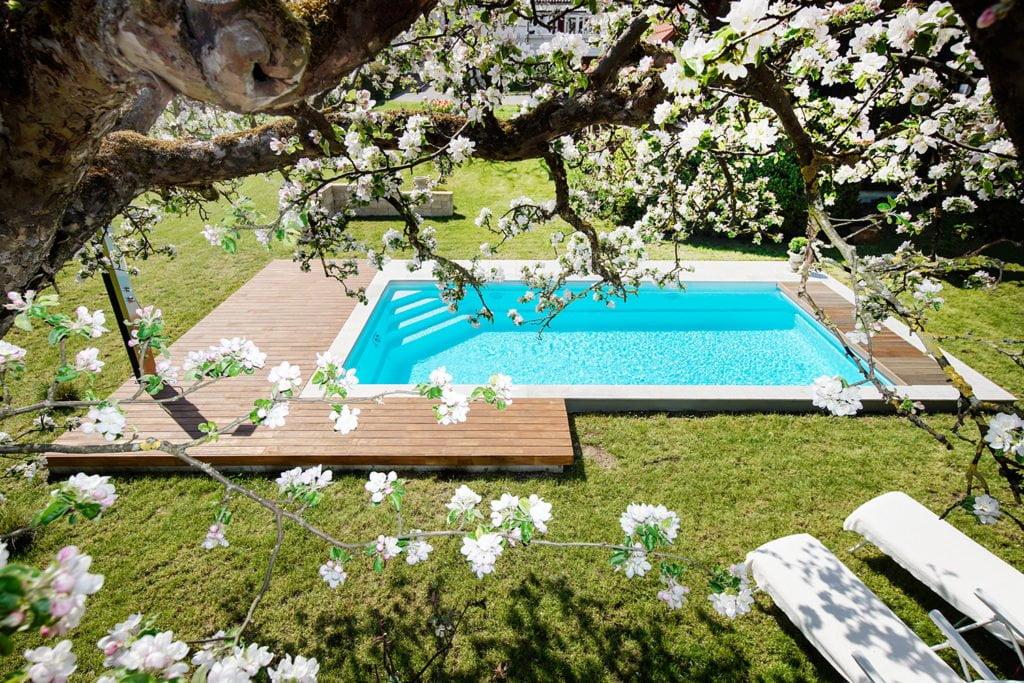 Mit einem schönen Gartenpool holt man sich ein Stück Urlaub ins Zuhause. Foto: Bernhard Müller