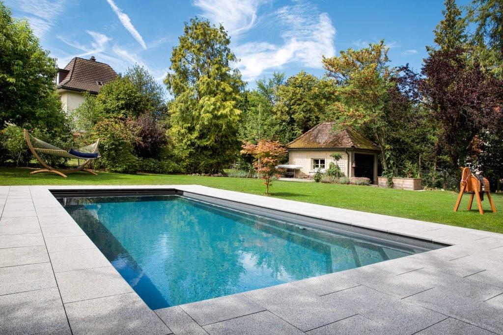Swimming-pool mit hohem Freizeitwert und Gegenstromanlage