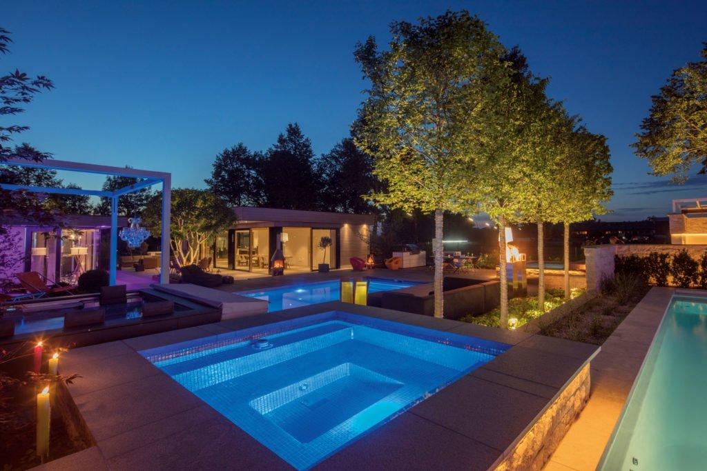 Ein Minipool findet auch in kleinen Gärten Platz. Foto: Riviera Pool