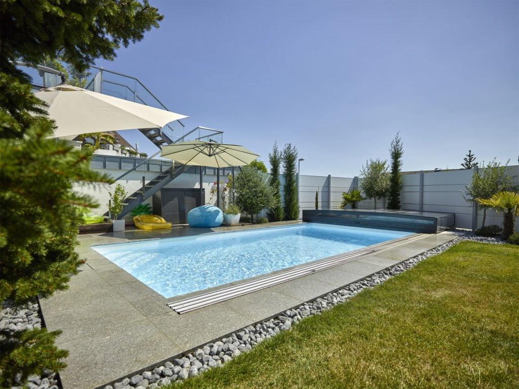 Swimming-pool mit Poolüberdachung für kleines Budget im Ruhrgebiet