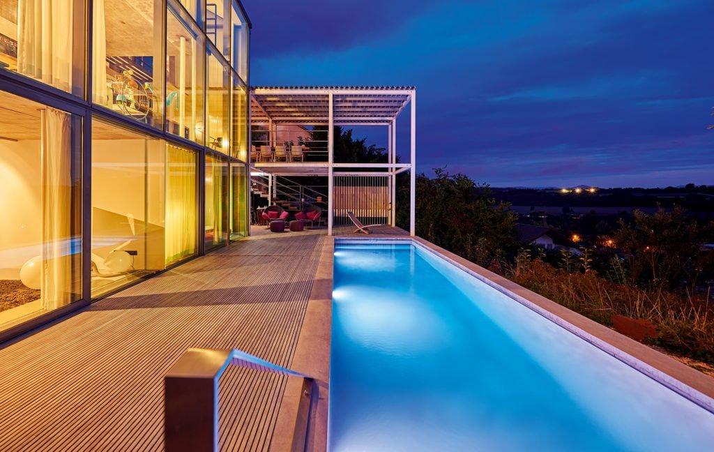 Swimmingpool mit Aussicht von der Firma Aquanalis
