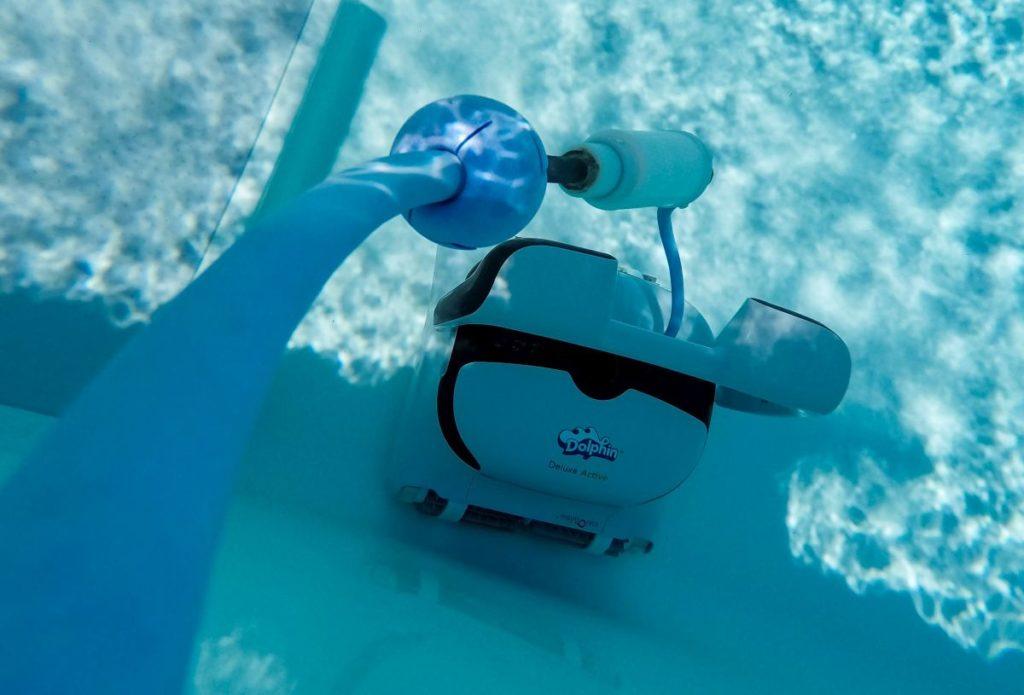 Truebes Poolwasser BEHNCKE Dolphins Unterwasser Draufsicht