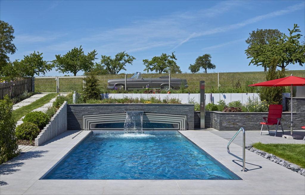 Poolüberdachung von Paradiso mit Mehrfachnutzen: Ihr Dach ist bepflanzt.