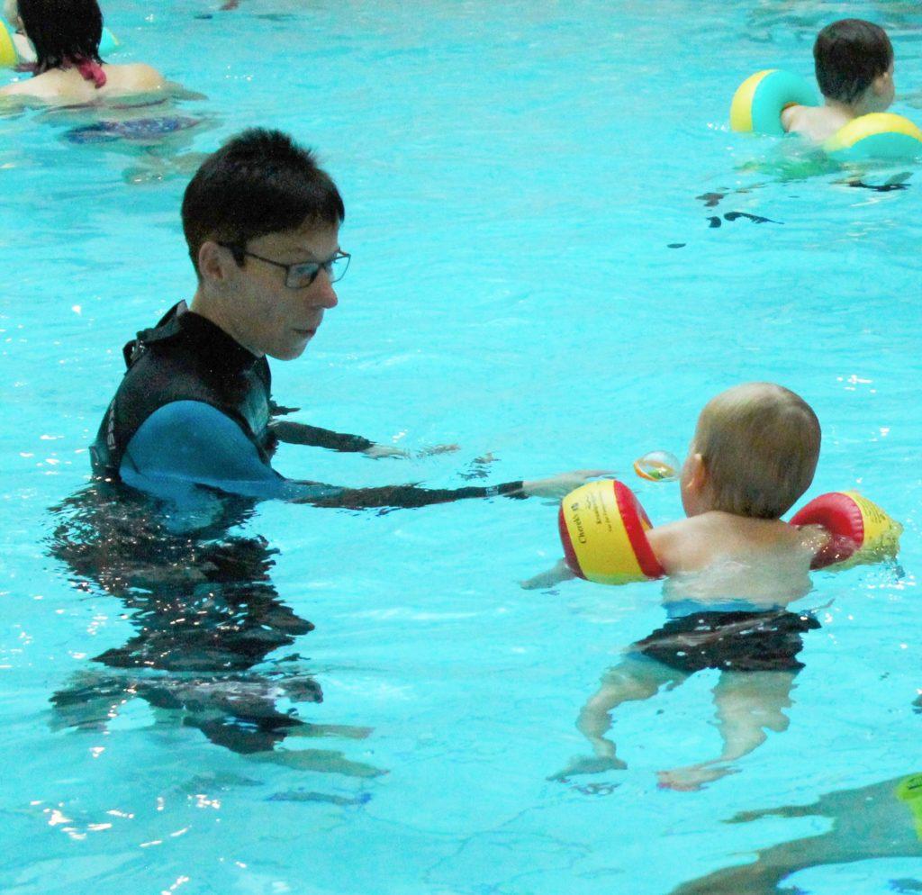 Schwimmen lernen mit Kindern