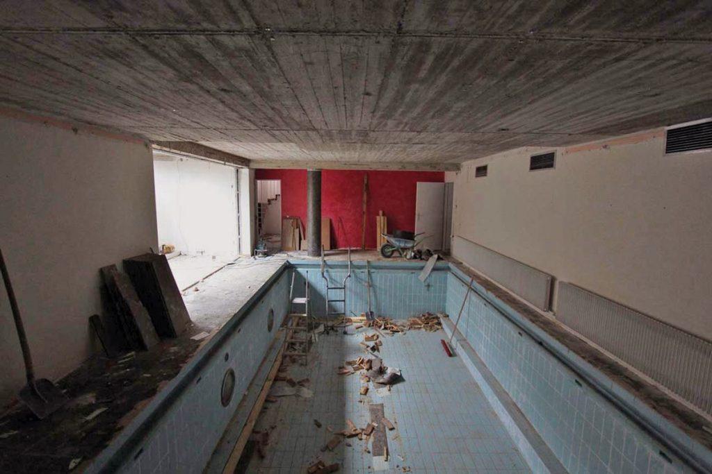 Pool Umbau_alte-Schwimmhalle-kaputt-zerstört-80er